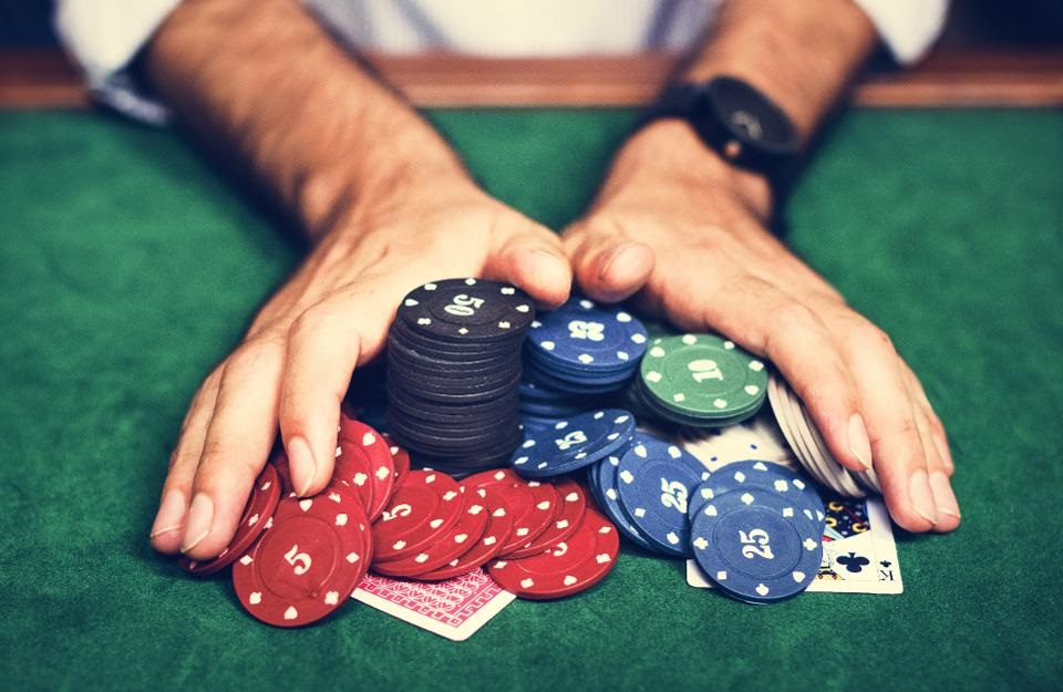 What should you look for in online poker websites?