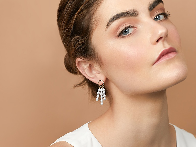 Style Guide to Wear Pearl Chandelier or Drop Earrings