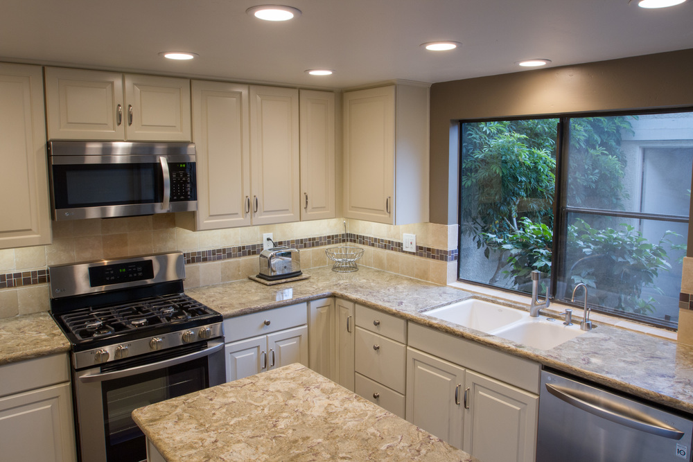 Refacing, Replacing, or Painting? What's the Best Choice for Your Kitchen Cabinets?