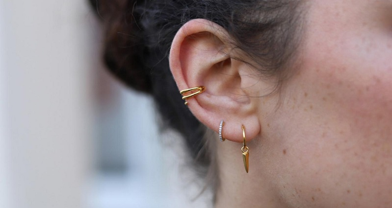 Carry your earrings confidently with these 5 tips
