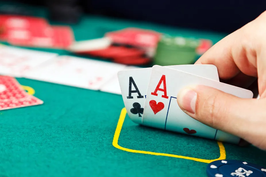 Why Poker is an extremely social game?