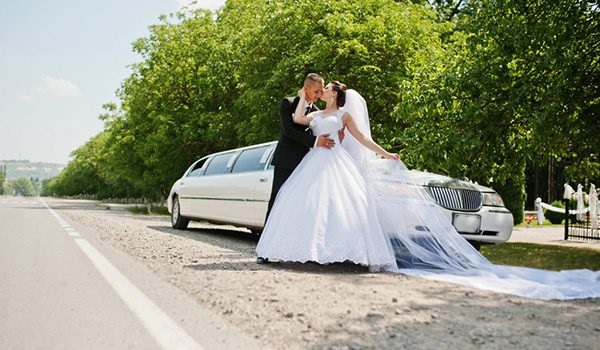 How to Pick the Right Wedding Limousine