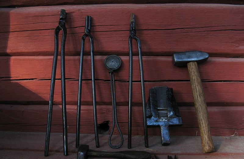 Black smith tools and accessories – the most common tools in blacksmithing