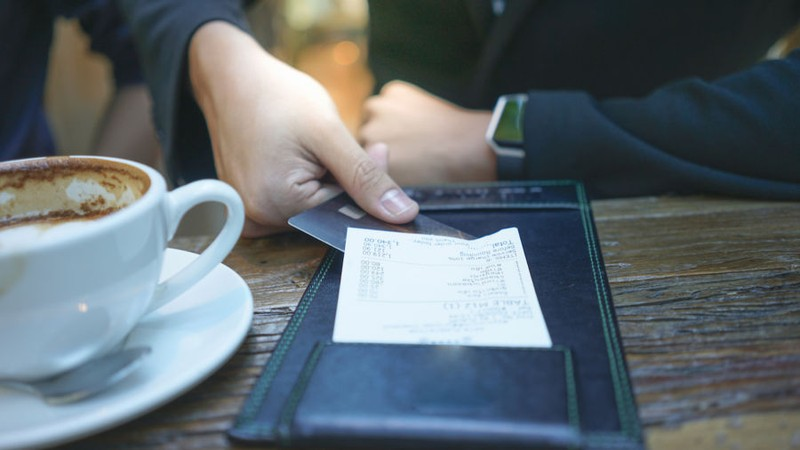 How to Ask for the Bill in Spain
