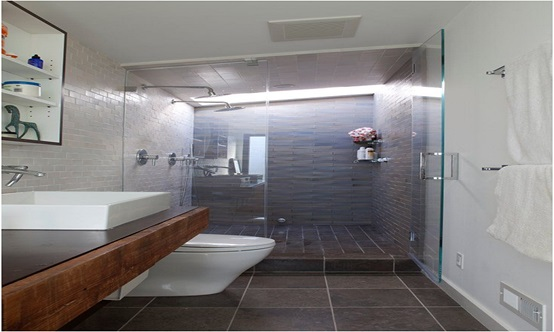 How to Make a Narrow Bathroom Look Larger