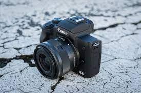 Advantages of the EOS M50 camera