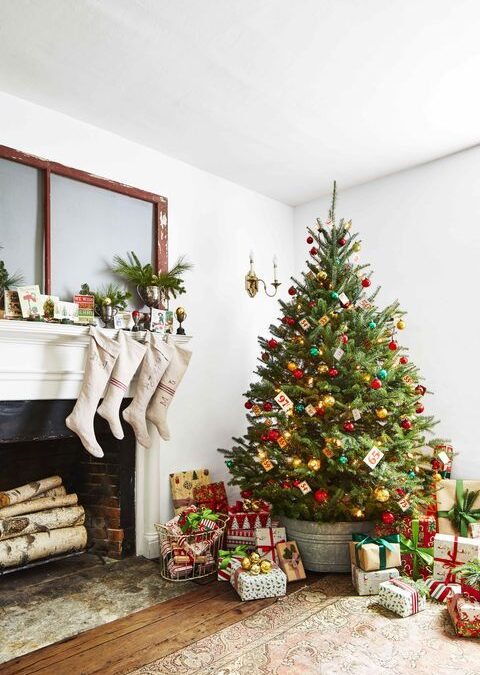 7 Tips When Decorating Your Christmas Tree With Your Kids For The First Time